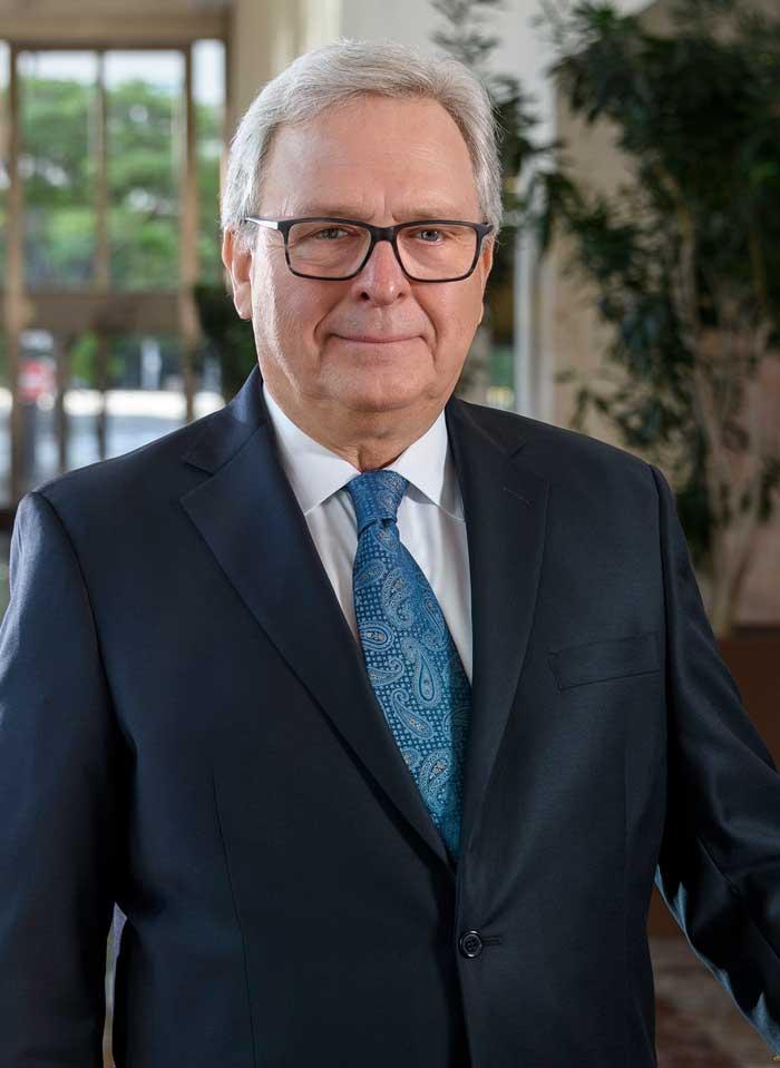 Lee J.  Felgar